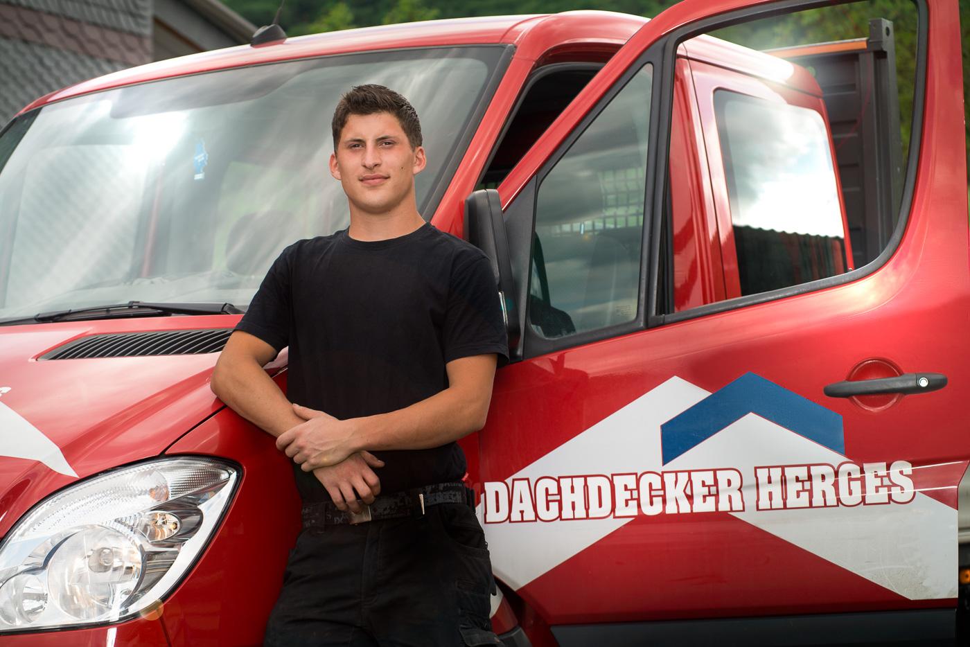Business-Portrait: Mitarbeiter der Firma Dachdecker Herges