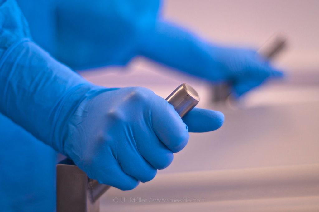 Die Stabilen Griffe geben Halt bei der Handhabe des wertvollen Gerätes, Detailfoto
